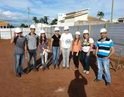 Futuros engenheiros civis visitam obra da Viga