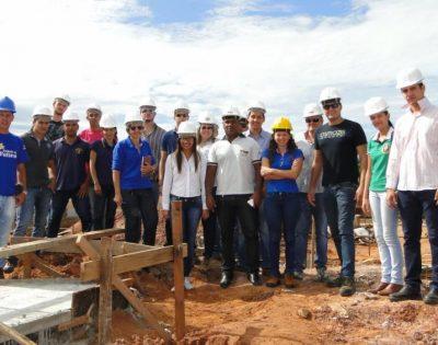 Futuros engenheiros civis visitam o canteiro de obras do Jequitibá Residence