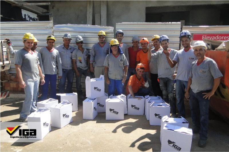 Funcionários recebem cestas de Natal